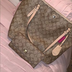 Coach tote w/ matching wallet & check book cover